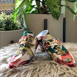 Shoes - Steve Madden Slides